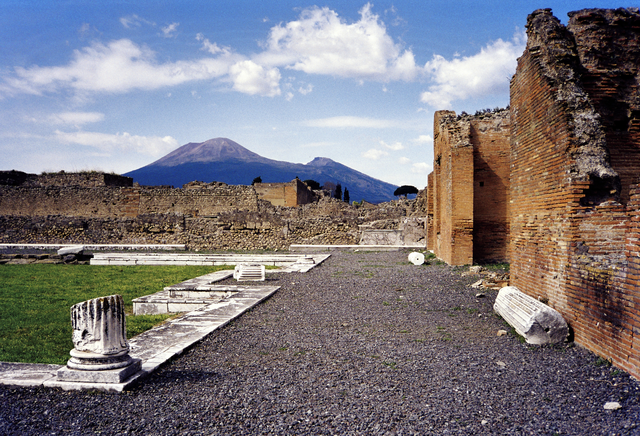 Tour from Naples to Pompeii